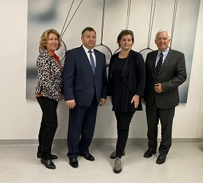 Министр природных ресурсов и охраны окружающей среды Республики Беларусь Андрей Худык 13 ноября в Вене провел встречу с Управляющим директором Федерального агентства по окружающей среде Австрии Моникой Мёрт